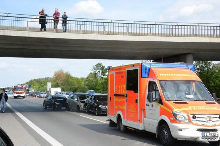 Feuerwehr und Rettungswagen rückten mit einem Großaufgebot an.