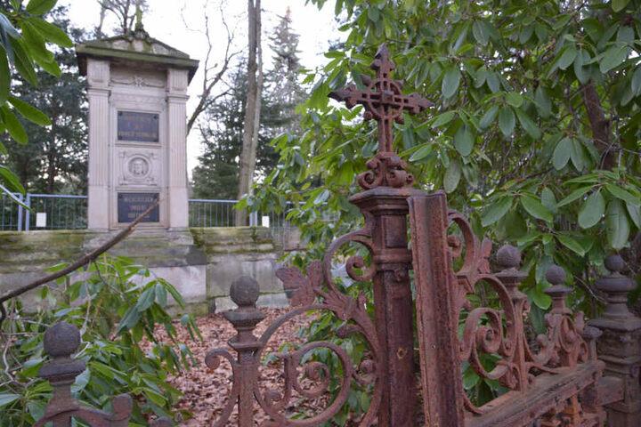 Auf dem Städtischen Friedhof Chemnitz stehen mehr als 80 Gräber unter Denkmalschutz. Rund 80 Prozent davon sind sanierungsbedürftig.