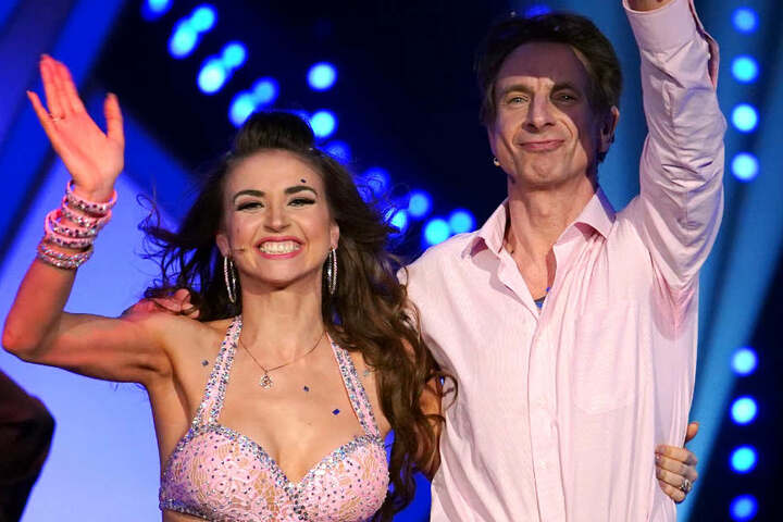 Mit Ekaterina Leonova tanzt sich Ingolf Lück immer eine Runde weiter.