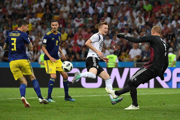 Marco Reus (Zweiter von rechts) erzielt den 1:1-Ausgleich für Deutschland!