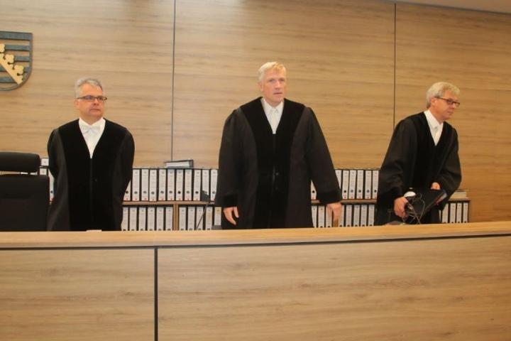 Vorsitzender Richter Thomas Fresemann (50, m.) und die beisitzenden Richter  Jürgen Scheuring (49) und Birger Magnussen (49)