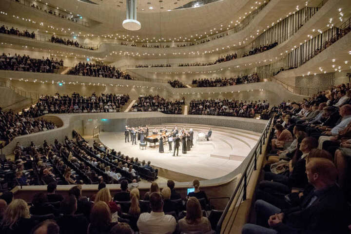 Dankeskonzert für die Polizisten in der Elbphilharmonie. Sächsische Beamte durften nicht teilnehmen.
