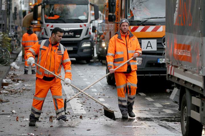 Mitarbeiter der Straßenreinigung in Köln.
