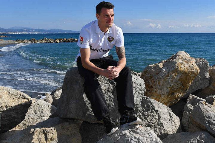 Philip Heise relaxt am Ufer des Mittelmeers. Mit seiner neuen Truppe, den schwarz-gelben Dynamos, macht es dem Ex-Stuttgarter viel Spaß.