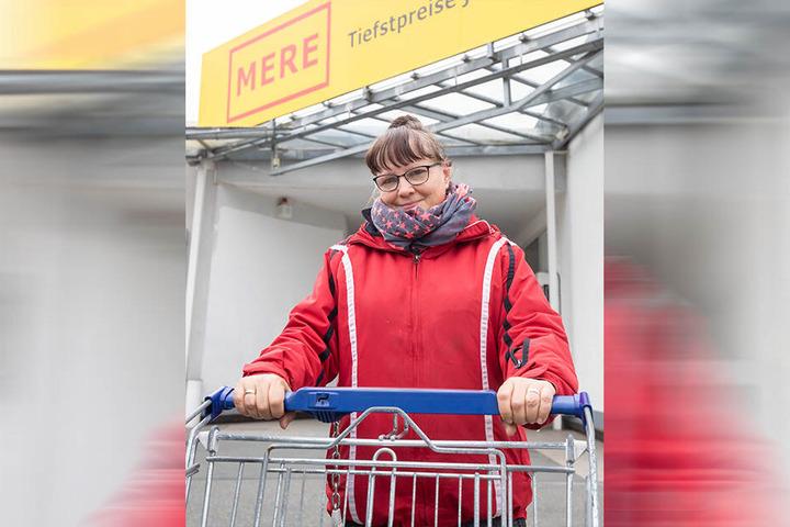 """Dorothee Rothe, 56, Reinemachefrau: """"Ich habe Cola, Hackbraten, Joghurt, Milch und Tee gekauft. Am tollsten ist aber der grüne Spargel in der Dose für 43 Cent. Hier werde ich öfter hingehen."""""""