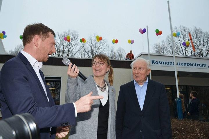 """Ministerpräsident Michael Kretschmer (43), Moderatorin Conny Hartmann (39) und Ehrengast Sigmund Jähn (82) feierten die 40-jährige Namensgebung des Kosmontauenzentrums """"Sigmund Jähn""""."""