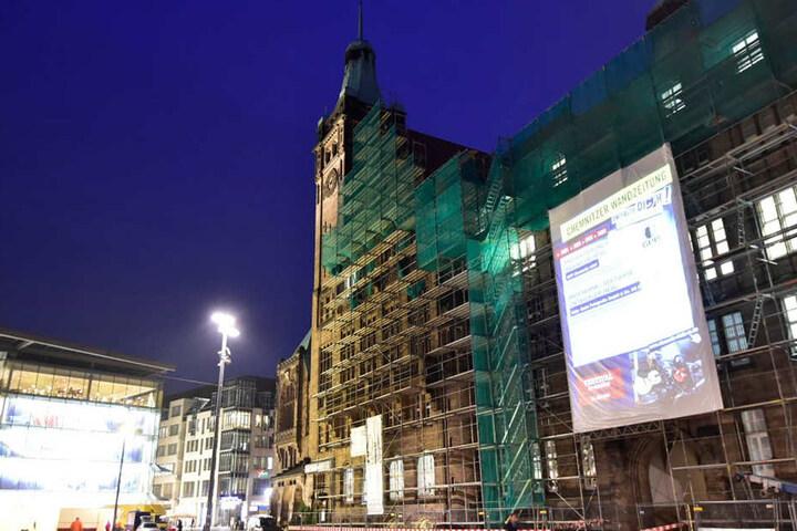 Überdimensionale Wandzeitung am Chemnitzer Rathaus
