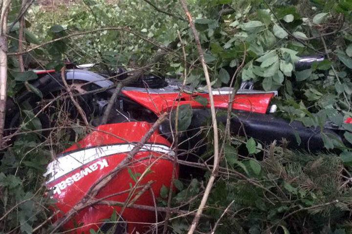 Die Kawasaki landete im Gebüsch.