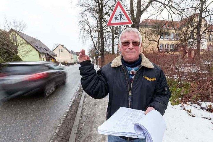 Ortsbürgermeister Stafen Cramer (70, CDU) will vor der Grundschule wieder eine Tempobegrenzung. In der Stadtverwaltung stößt er auf taube Ohren.