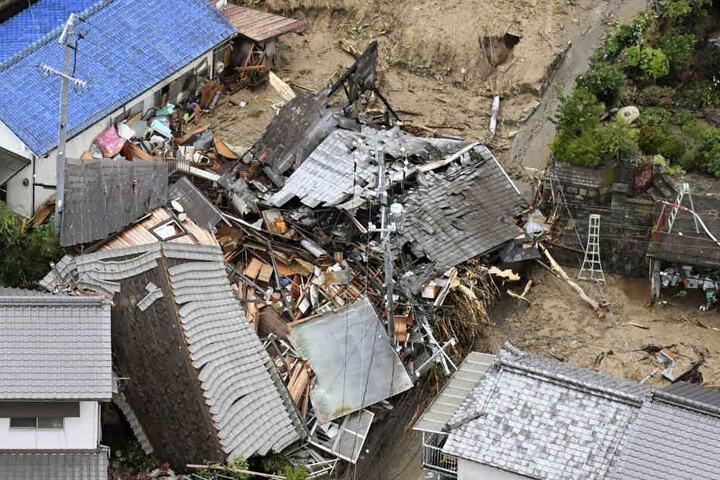 Einige Häuser wie diese in der Region Sakacho sind von Schlammlawinen völlig zerstört worden.