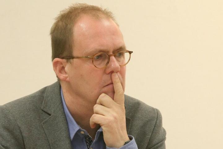 Der Kaufmännische Leiter des CFC, Dr. Dirk Kall gesteht dasLiquiditätsproblemdes Vereins ein.