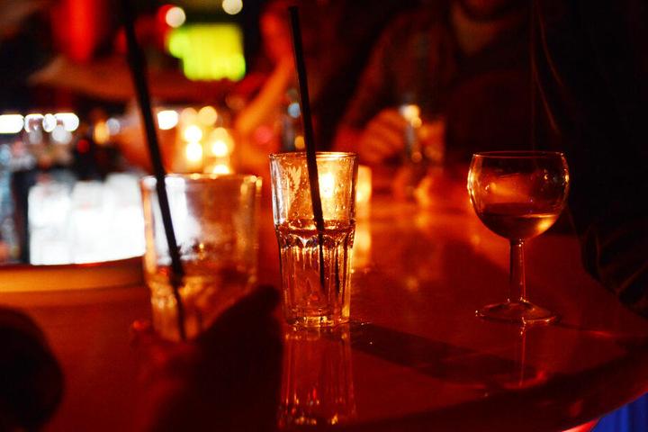 Der beste Schutz um nicht Opfer von K.o.-Tropfen zu werden ist, sein Getränk nie unbeaufsichtigt zu lassen. (Symbolbild)