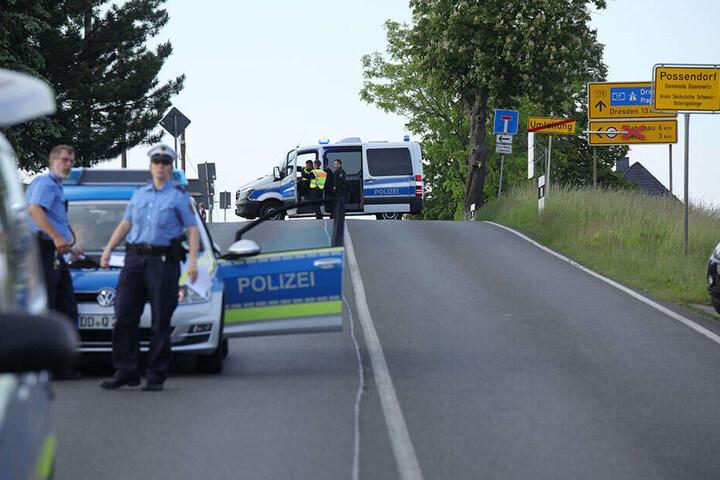 Die Ermittlungen laufen. Nach der Kollision musste die Bundesstraße für circa fünf Stunden gesperrt werden.