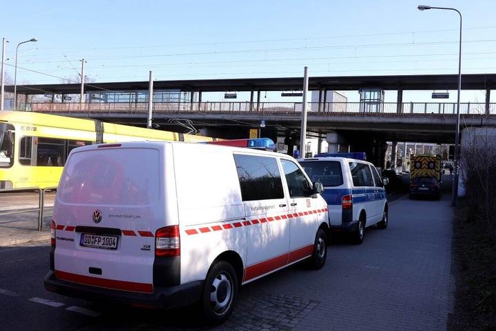 Nahe der Haltestelle Dresden-Dobritz gibt es derzeit einen Notfalleinsatz.