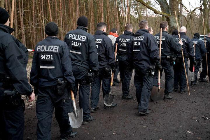 Am Donnerstag suchte eine Hundertschaft den Storkower Ortsteil Kummersdorf (Landkreis Oder-Spree) ab.