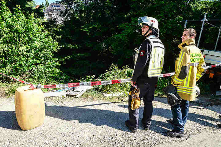 Die Feuerwehr musste die Unfallstelle absperren.