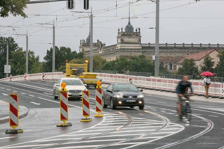 In Richtung Neustadt gibt es die wohl kürzeste Geradeausspur der Stadt. Stau nach hinten ist programmiert.  Wer hier pennt, steckt fest.