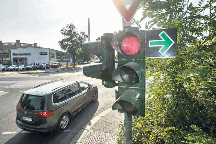 Auch an der Kreuzung Winterbergstraße/Liebstädter Straße kann seit 2015 trotz  Rot abgebogen werden.