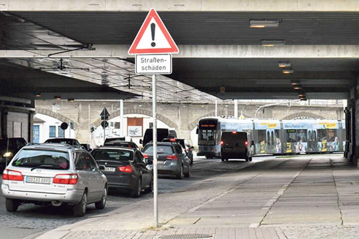 Mehr als 36 000 Autos rumpeln momentan täglich unter der Eisenbahnstrecke hindurch.