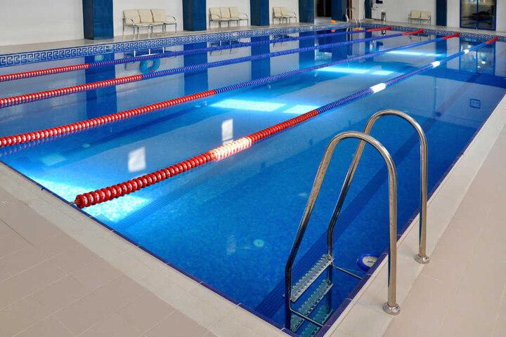 Der tragische Vorfall ereignete sich in einem 128 Zentimeter tiefen Lernschwimmbecken (Symbolbild).