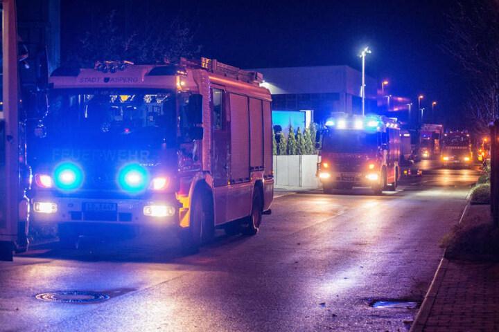 Die umliegenden Feuerwehren rückten mit 18 Fahrzeugen aus.