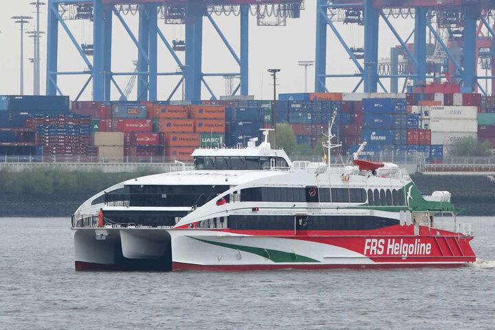 Der Katamaran fährt von Hamburg über Cuxhaven nach Helgoland.