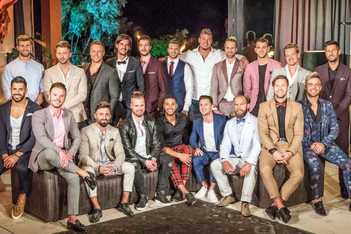 """Das Gruppenfoto zeigt alle 20 Kandidaten von """"Die Bachelorette 2019""""."""
