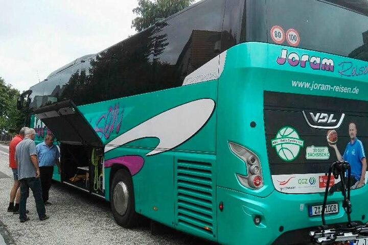 Der Bus von Joram-Reisen, mit dem die Zwickauer Delegation in die ukrainische Partnerstadt Volodymyr-Volynsky unterwegs war.