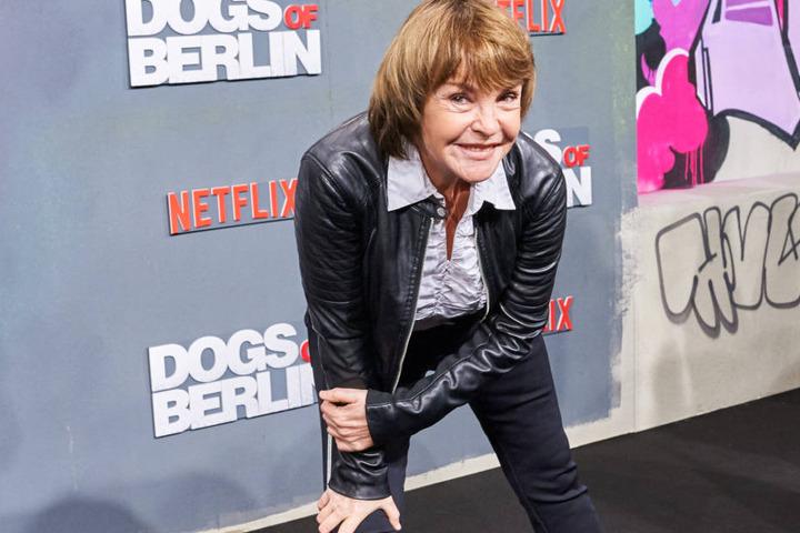 """Schauspielerin Katrin Sass bei der Filmpremiere von """"Dogs of Berlin"""" im Kino International."""