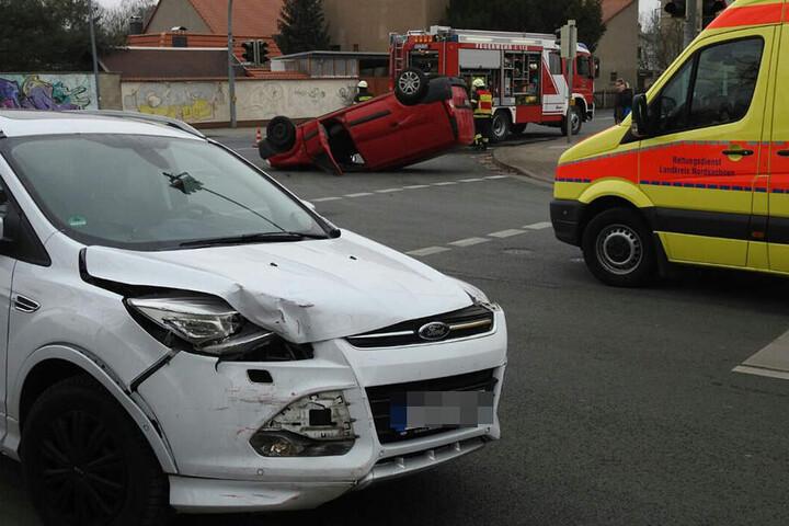 Zwei Personen sind bei dem Unfall verletzt worden.