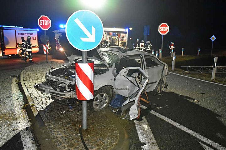 Nach dem Überschlag schnellte das Auto zurück auf die Straße.