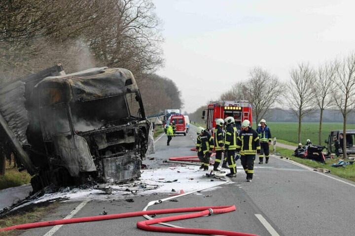 Der Lkw-Fahrer konnte sich aus dem brennenden Führerhaus retten.