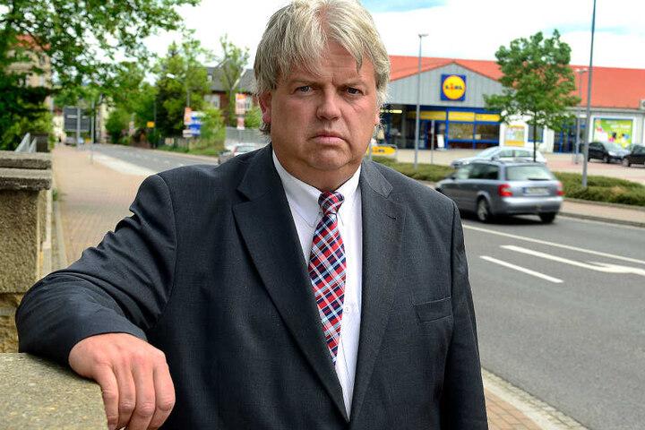 Hainichens Bürgermeister Dieter Greysinger (52, SPD) ist fassungslos.  Identitäts-Diebe posten unter seinem Namen Schmuddelfotos bei Instagram.
