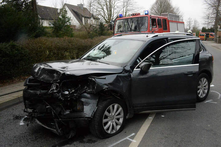 Der VW Touareg war nach dem Unfall nicht mehr fahrbereit.