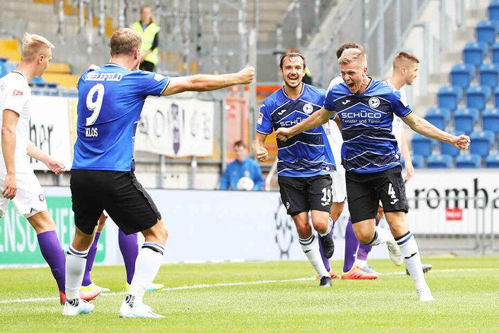 Der Dosenöffner: Joakim Nilsson (r.) bejubelt seinen Treffer zum 1:0 für Arminia Bielefeld.