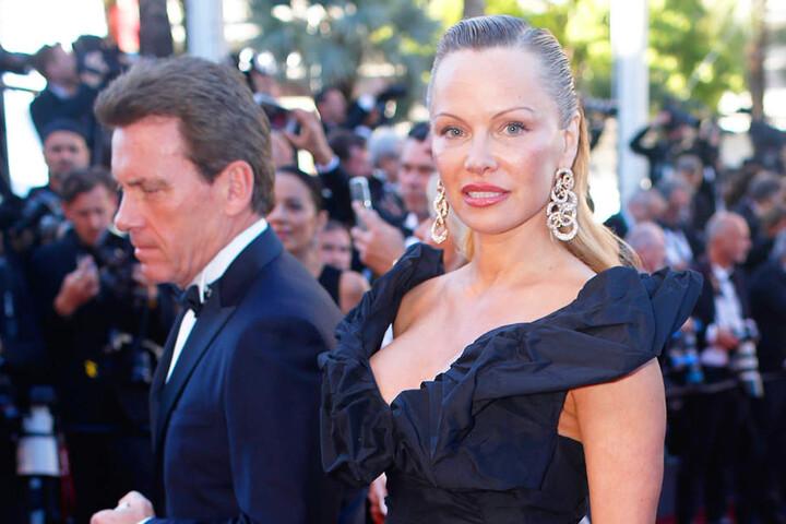 Beim 70. Internationalen Filmfestival in Cannes musste man am Samstag schon etwas genauer hinschauen: An Pams Gesicht scheint gehörig rumgeschnippelt worden sein.