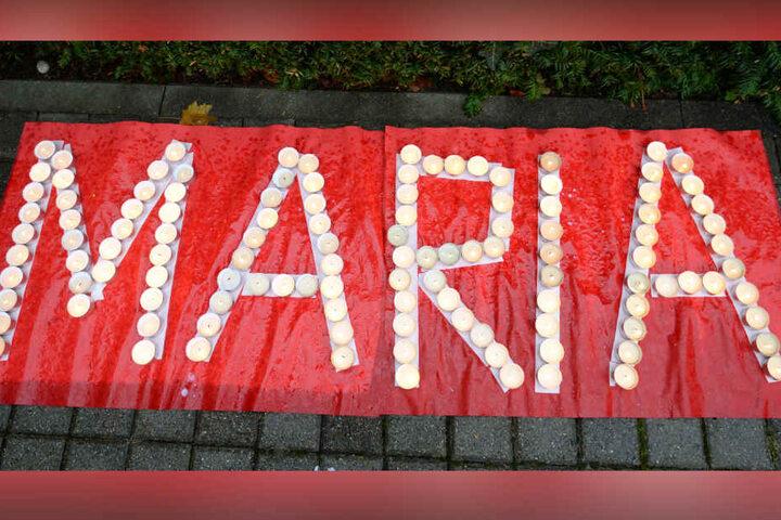 Kerzen erinnerten an Maria H., während noch nach ihr gesucht wurde. (Archivbild)