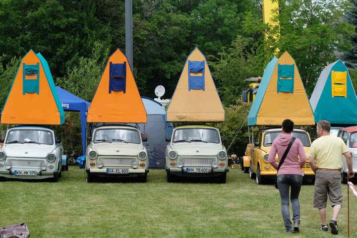 Dürfen beim Treffen nicht fehlen: Trabant-Modelle mit montierten Dachzelten.