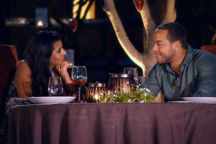 Nicht Jade, sondern Eva lädt Andrej zum Einzeldate ein.