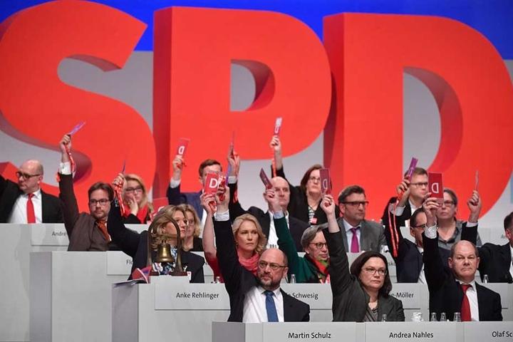 Mit ernster Mine stimmte die SPD-Führung geschlossen für die Verhandlungen.