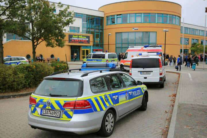 Ein Mann bedrohte Schüler und Lehrer einer Klassemit einem Messer.