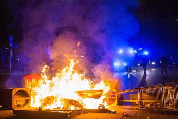 Randalierer hatten beim G20-Protest Barrikaden aufgestellt und angezündet (Archivbild).