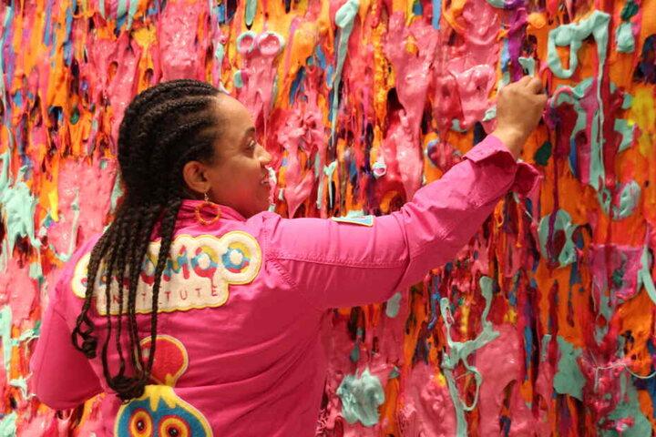 Besucher können alternativ auch im Schleim malen.