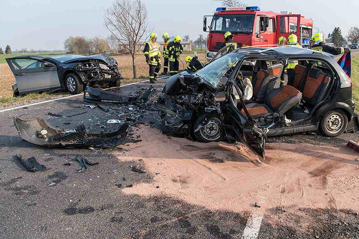 Bei dem schweren Unfall wurden vier Personen verletzt.