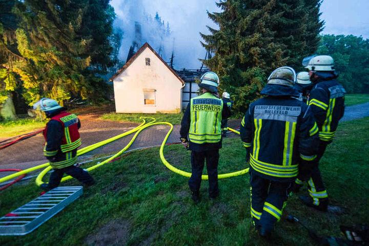 Durch das Feuer stütze der Dachstuhl des Fachwerkhauses ein.