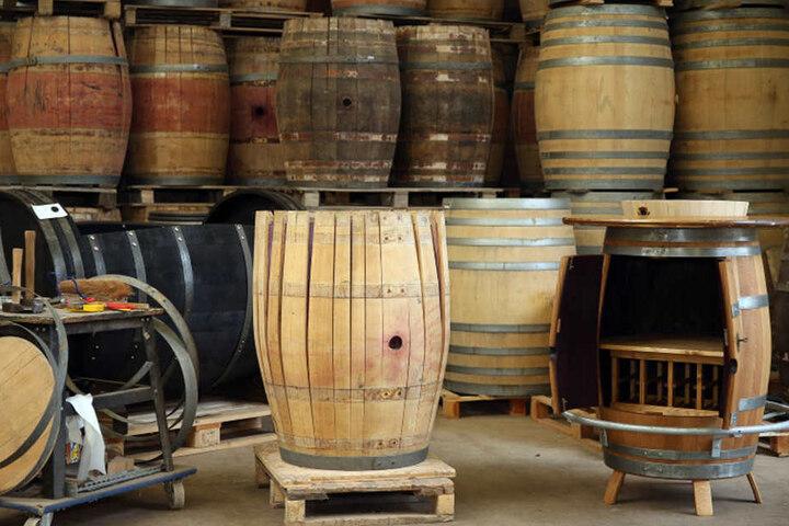 In der Groitzscher Manufaktur warten Dutzende alte Fässer auf ihre neue Bestimmung.