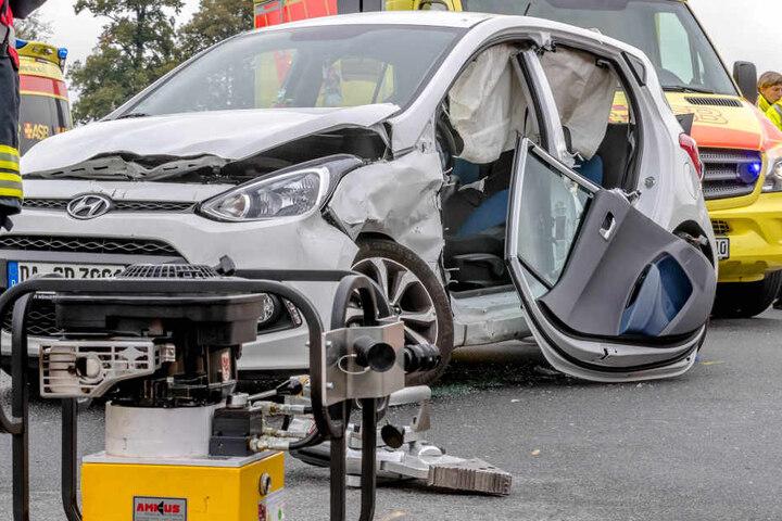 Der verbeulte Hyundai. Es entstand ein Schaden von 20.000 Euro.