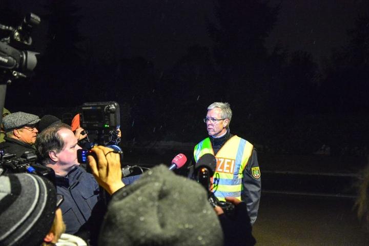 Ralf Karlstedt, Pressesprecher der Polizeidirektion Sachsen-Anhalt Süd, gab den Abbruch der Räumung bekannt.