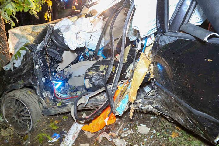 Der Fahrer starb wenig später im Krankenhaus.