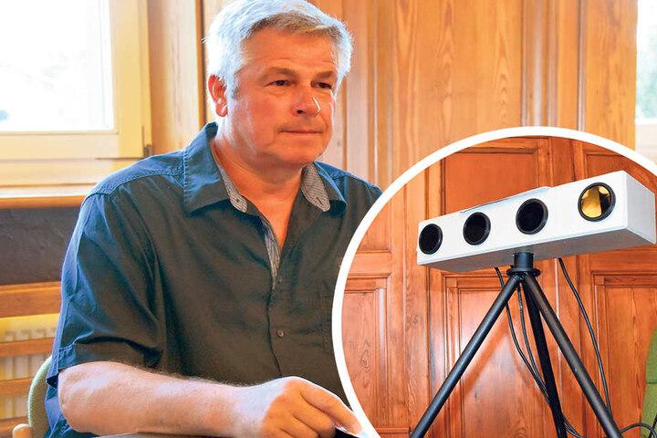 Bastler Frank R. (59) aus Zittau wurde freigesprochen.     Sieht echt aus: das falsche Zittauer Geschwindigkeits-Messgerät.